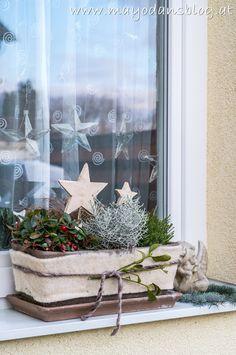 Silhouette Design, Diy Home Crafts, Xmas, Christmas, Ladder Decor, Restaurant, Table Decorations, House Styles, Weihnachten Diy