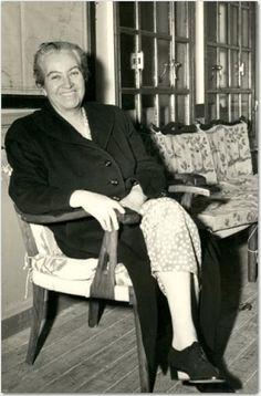 Gabriela Mistral.  Lucila de María del Perpetuo Socorro Godoy Alcayaga, conocida por su seudónimo Gabriela Mistral (Vicuña, 7 de abril de 1889 – Nueva York, 10 de enero de 1957)