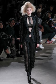 Alexander McQueen - Fall 2015 Ready-to-Wear - Look 25 of 36?url=http://www.style.com/slideshows/fashion-shows/fall-2015-ready-to-wear/alexander-mcqueen/collection/25