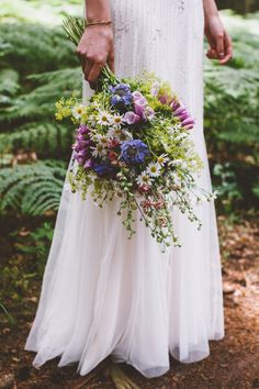 Bohemian wedding in the woods. Wild forest flowers bouquet with Daisies and Foxgloves | photo by OAK&FIR | Inspire Styling