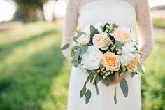 A KISS OF PEACH, flowers, bridesdress- Hellbunt Events Peach Flowers, Bunt, Kiss, Events, Table Decorations, Wedding, Home Decor, Valentines Day Weddings, Decoration Home