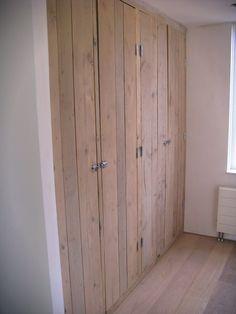 Inbouwkast - steigerhout Linen Cupboard, Cupboard Doors, Wardrobe Doors, Wardrobe Closet, Casa Top, Hallway Closet, Closet Doors, Home Bedroom, Built Ins