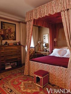 Rug and canopy bed with checked fabric inside - Susan Gutfreund's Paris Apartment