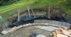 Kreatívny DIY projekt s návodom realizácie - posedenie na záhrade pri svetle ohňa. Skvelý letný nápad na kamenný posed pri ohnisku, kde môžte grilovať alebo