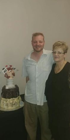 Meisie en haar seun Thys Smith 40 jr Meisie het hom gebak