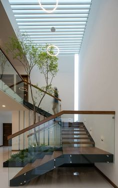 Modern Staircase Design Ideas - Stairs are so usual that you do not give them a reservation. Take a look at best 10 examples of modern staircase that are as stunning as they are . Stairs Architecture, Modern Architecture, Architecture Wallpaper, Modern Stair Railing, Glass Stair Railing, Glass Stairs, Building Stairs, Appartement Design, House Stairs