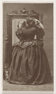 I misteriosi ritratti di schiena scattati nell'800 - foto epoca vintage schiena girate donne 20