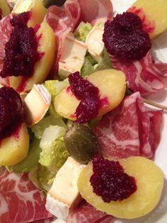 Herbst Salat mit Coppa und Weintrauben