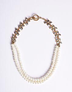 Adorn yourself with pearls. RetroPearls from Charlie. Bridal Jewellery Inspiration, Bridal Jewelry, Wedding Pins, Dream Wedding, Wedding Stuff, Princess Braid, Diamond Are A Girls Best Friend, Jewelery, Peacock Wedding
