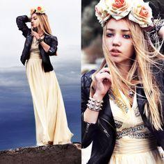 Oh, @aksinyaair is a beaut! We're loving the flower crown.
