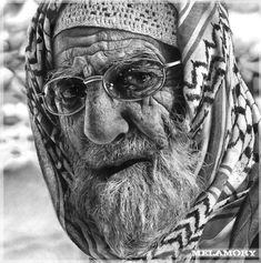 Pencil Drawings Wonderfull piece of pencil art, never seen such a beauty - An elderly man Awesome pencil sketches by Russian artist Olga Melamory Larionova, aka FairyARTos at dA. Olga likes to create emotional portraits Realistic Pencil Drawings, Hyper Realistic Paintings, Pencil Drawing Tutorials, Graphite Drawings, Amazing Drawings, Amazing Art, Drawing Tips, Drawing Ideas, Graphite Art