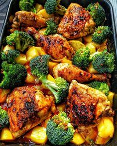 Honey-garlic Chicken with Broccoli and Oven Potatoes - Recipes - Cooking . - Honey-garlic Chicken with Broccoli and Potatoes from the Oven – Recipes – Cooking Recipes – C - Broccoli And Potatoes, Potatoes In Oven, Chicken Broccoli, Cooking Broccoli, Chicken Curry, Salsa Chicken, Chicken Rice, Mustard Chicken, Jerk Chicken