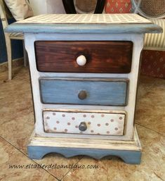 5-pintar-muebles-de-pino-miel Chalk Paint Furniture, Hand Painted Furniture, Repurposed Furniture, Vintage Furniture, Furniture Design, Wooden Staff, White Washed Furniture, Painted Chairs, Country Decor