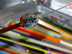 Harrach Glass: Lampwork, off mandrel leaves tutorial Mosaic Glass, Fused Glass, Glass Art, Glass Beads, Polymer Beads, Lampwork Beads, Making Glass, Beading Tutorials, Free Tutorials
