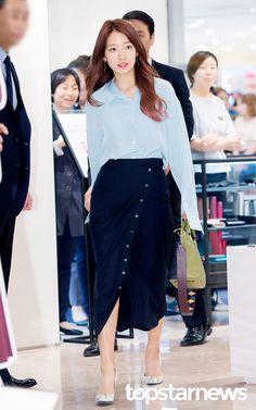 [HD포토] 박신혜 백화점을 밝히는 화사한 미모 #topstarnews
