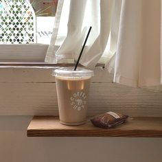Don&Apos;T delete captions iskaffe, mjölk te, starbucks, drycker, afternoon Coffee Milk, Coffee And Books, Milk Tea, Coffee Cafe, Iced Coffee, Coffee Drinks, Coffee Shop, Aesthetic Coffee, Brown Aesthetic