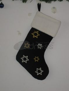 Christmas socks ( black with white edges snowflake graphic )