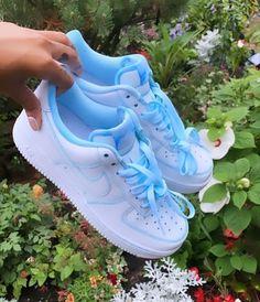 Jordan Shoes Girls, Girls Shoes, Souliers Nike, Sneakers Fashion, Fashion Shoes, Jeans Fashion, Nike Fashion, Fashion Outfits, Nike Shoes Air Force