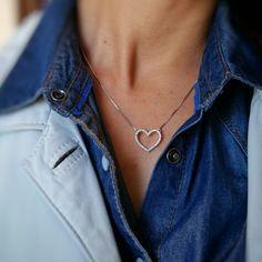 O coração é o símbolo do amor, mas também pode representar a força, a verdade, a justiça, a sabedoria, a intuição, o divino, o espírito, o nascimento, a regeneração.