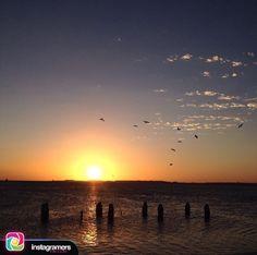 Fotografía de: @monfri_fotografia . .  Comparte tu fotografía utilizando nuestro tags y formaras parte de la comunidad mas grande de instagramers a nivel mundial presente en el estado Falcón . .  #instapic #picoftheday #photooftheday #igersvenezuela #socialmedia #photo #sunrise  #instagood #sunset #falcon #venezuela #paraguana #elnacionalweb #phoneography #pic #share #pfgcrew #sky  #puntofijoguia