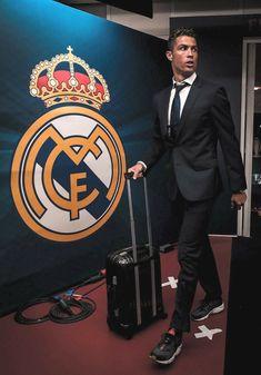 Ronaldo Juventus, Cristiano Ronaldo 7, Real Madrid Captain, Ronaldo Real Madrid, Ronaldo Football, Football Is Life, Sports Celebrities, Messi, Captain America