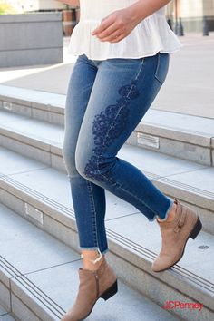 Your favorite jeans are now even better! This fall a.a jeggings with embroidery details and distressed hem interest are trending big time. Jeggings are an easy outfit piece that fit just right and go with pretty much anything—any season. Find this affor Simple Outfits, Trendy Outfits, Fall Outfits, Cute Outfits, Boho Fashion, Winter Fashion, Fashion Jewelry, Fashion Trends, Oufits Casual