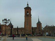 Esta es la torre de la iglesia de Santa María Mayor de Alcala de Henares, lugar donde se bautizó a Miguel de Cervantes