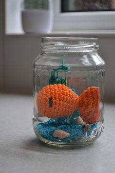 Wil je geld cadeau geven, maar niet in een saaie envelop. Maak dan deze vissenkom;-) Kijk voor het patroon op www.juffrouw-ooievaar.blogspot.nl