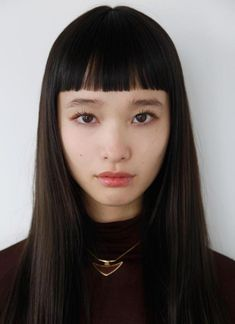 Japanese model Yuka Mannami, known for her long, waist-length hair and cute face Hairstyles With Bangs, Trendy Hairstyles, Straight Hairstyles, Fashion Hairstyles, Pretty People, Beautiful People, Short Bangs, Blunt Bangs, Woman Face