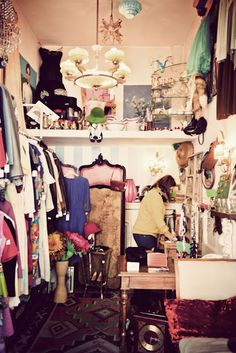 "inspiration for ""dressing room""  Vintage Stores in Madrid    http://fromheretofashion.blogspot.com.es/"