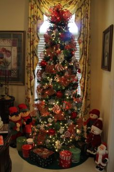 Elves n Snowmen -Tree by bleigh photo IMG_treewithsnowmennelvesbyBleigh. Snowman Tree, Snowmen, Fall Christmas Tree, Slim Tree, Seasonal Decor, Holiday Decor, Christmas Tree Decorations, Elves, Creativity