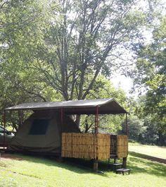 Bobbejaan's Kloof Karavaan Park, dis hier waar die kranse en bosveld mekaar in vrede ontmoet. Hierdie kampplek is net buite Pretoria, naby Hartebeespoort Dam Pretoria, Outdoor Gear, South Africa, Followers, Tent, Southern, Boards, Outdoors, Camping