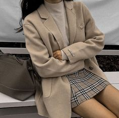 Korean fashion has been trending for many years, and it's for good reasons. With Korean's approach to outfits, accessories, and shoes, it is no doubt how many people search for Korean fashion trends for great looks. Korean Fashion Trends, Korean Street Fashion, Asian Fashion, Look Fashion, Autumn Fashion, Fashion Ideas, Korea Fashion, Korea Winter Fashion, Korean Girl Fashion