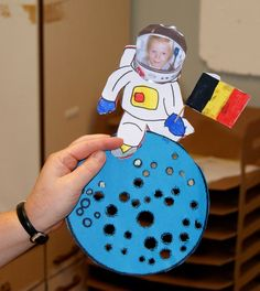 Kinderland, de ruimte in ! Outer Space Crafts, Space Crafts For Kids, Space Preschool, Space Activities, Preschool Themes, Science Activities, Preschool Activities, Art For Kids, Space Party