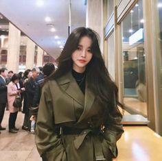 Korean Fashion On The Streets Of Paris Korean Beauty Girls, Cute Korean Girl, Asian Beauty, Korean Long Hair, Korean Hairstyle Long, Korean Hairstyles Women, Tumbr Girl, Mode Emo, Korean Haircut