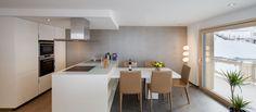 Moderni Adrian-huoneisto Sveitsin Alpeilla. Table, Furniture, Home Decor, Trendy Tree, Italia, Decoration Home, Room Decor, Tables, Home Furnishings