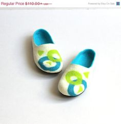SUMMER SALE Men house shoes - Valentine day gift  - felted wool Men house shoes - Fathers day gift - felted wool clogs / slippers - geometric white turquoise green felt slippers  These slippers I make from very soft merino wool. They are comfortable and gently for your skin .  You do no need to buy the soles separate - the slippers includes great quality rubber soles that makes slippers not slippery and allows a longer wear.  Slippeclogs / slippers - geometric white turquoise green felt…