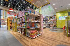 MP Brinquedos - Estúdio Jacarandá Shop Lego, Industrial Loft, Lights, Interior Design, Stationery, Toy, Toy Store, Arquitetura, Shop Ideas
