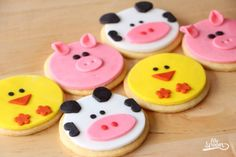 galletas_granja Farm Animal Party, Farm Animal Birthday, Barnyard Party, Farm Birthday, Farm Party, Cow Birthday Parties, 1st Birthday Girl Decorations, Kid Parties, Barn Cake