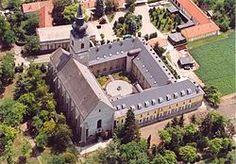 Church in Jászberény Homeland, Hungary, Folk Art, Mansions, House Styles, Home Decor, Mansion Houses, Popular Art, Manor Houses