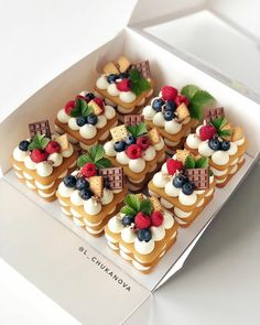 Mini Cakes, Cupcake Cakes, Baking Recipes, Dessert Recipes, Waffle Recipes, Cupcake Recipes, Kreative Desserts, Number Cakes, Number Birthday Cakes