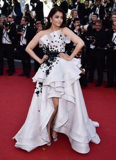 """Aishwarya Rai en Ralph & Russo Couture pour la montée des marches de """"Youth"""" #Cannes2015"""