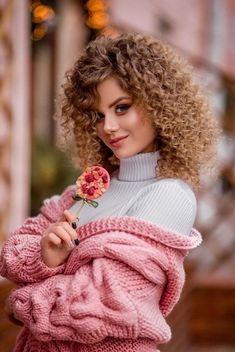 Stylish Girl Images, Stylish Girl Pic, Cute Girl Photo, Girl Photo Poses, Flower Girl Photos, Portrait Photography Poses, Beautiful Girl Image, Girls Dpz, Aesthetic Girl