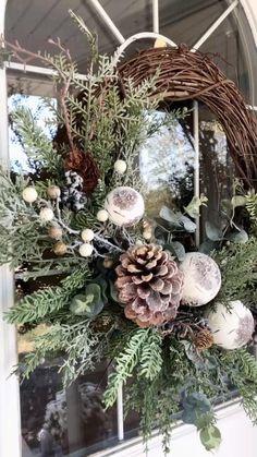 Outdoor Christmas Wreaths, Decoration Christmas, Holiday Wreaths, Rustic Christmas, Xmas Decorations, Christmas Holidays, Christmas Crafts, Natural Christmas Decorations, Natural Christmas Tree
