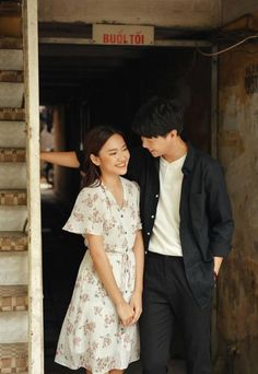 Love is as beautiful as a shower, coming quickly and going quickly Pre Wedding Poses, Pre Wedding Photoshoot, Couple Posing, Couple Shoot, Foto Casual, Korean Couple, Couple Photography Poses, Couple Aesthetic, Fashion Couple