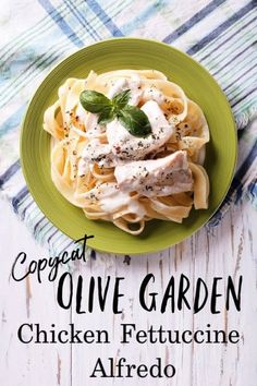 Chicken Alfredo recipe from Olive Garden - Looking for an authentic Alfredo sauce to make a creamy chicken alfredo to satisfy even the biggest hunger? This copycat Olive Garden Chicken Fettuccine Alfredo is PERFECT! It's the best chicken Alfredo recipe you'll ever eat! Olive Garden Chicken Alfredo Recipe, Olive Garden Recipes, Alfredo Chicken, Olive Recipes, Best Chicken Fettuccine Alfredo Recipe, Homemade Chicken Alfredo, Fettuccine Recipes, Pasta Alfredo, Chicken Garden