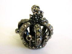 Crown pendant with rhinestones Riipus vanhahtava kruunu koristekivillä - Helmien talo