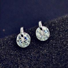 Round stud earrings Brand new. Jewelry Earrings