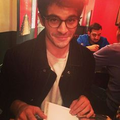 Cool in spectacles. Handsome Celebrities, Most Handsome Actors, Cute Celebrities, Hollywood Celebrities, Celebs, Turkish Men, Turkish Beauty, Turkish Actors, Murat And Hayat Pics