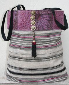 Hmong hemp tote bag met tribal details by KussenvanPaula on Etsy My Bags, Purses And Bags, My Style Bags, Diy Handbag, Handmade Purses, Boho Bags, Linen Bag, Patchwork Bags, Fabric Bags